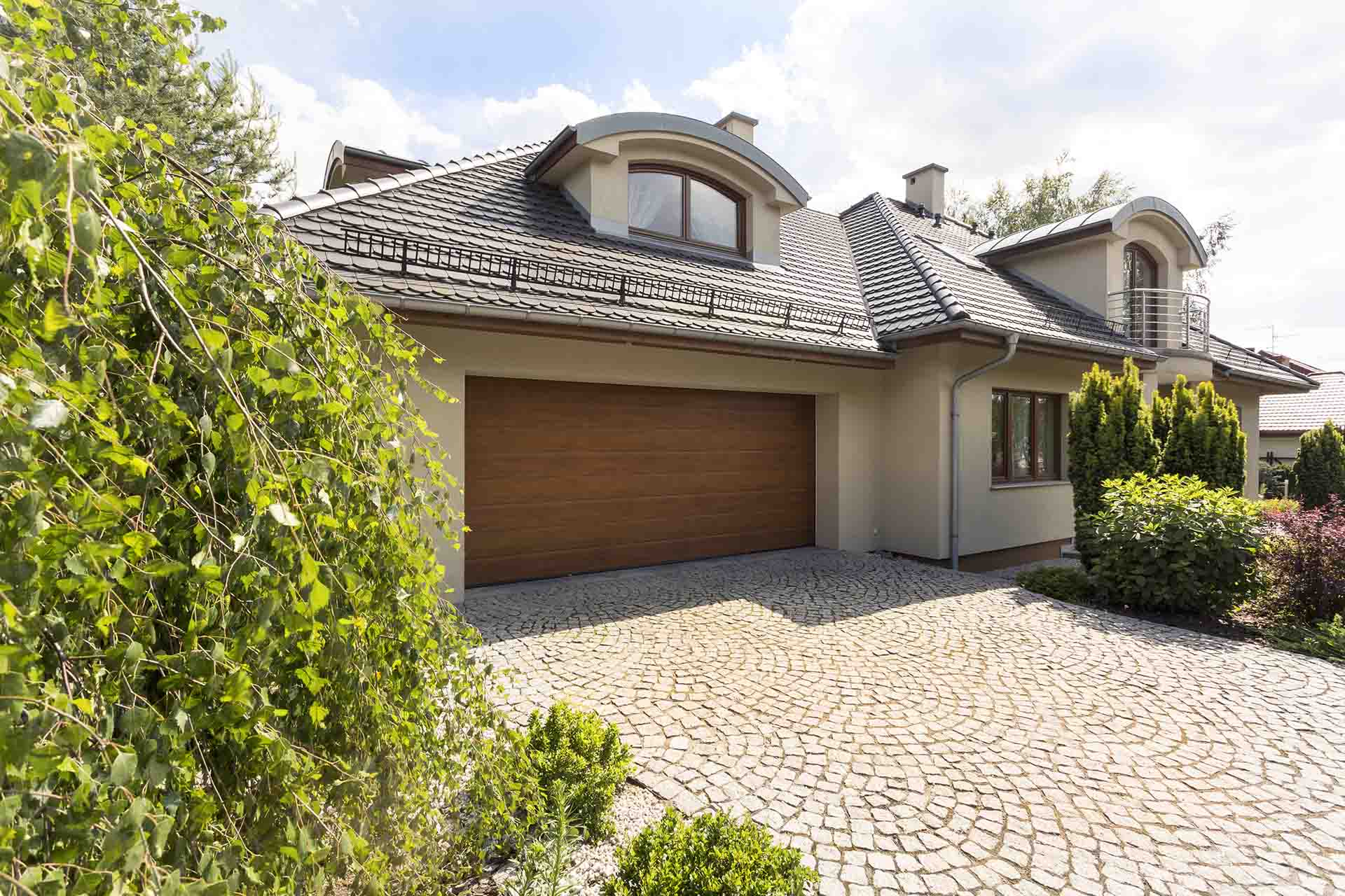 Which is Right for You? Asphalt or Concrete Driveway?