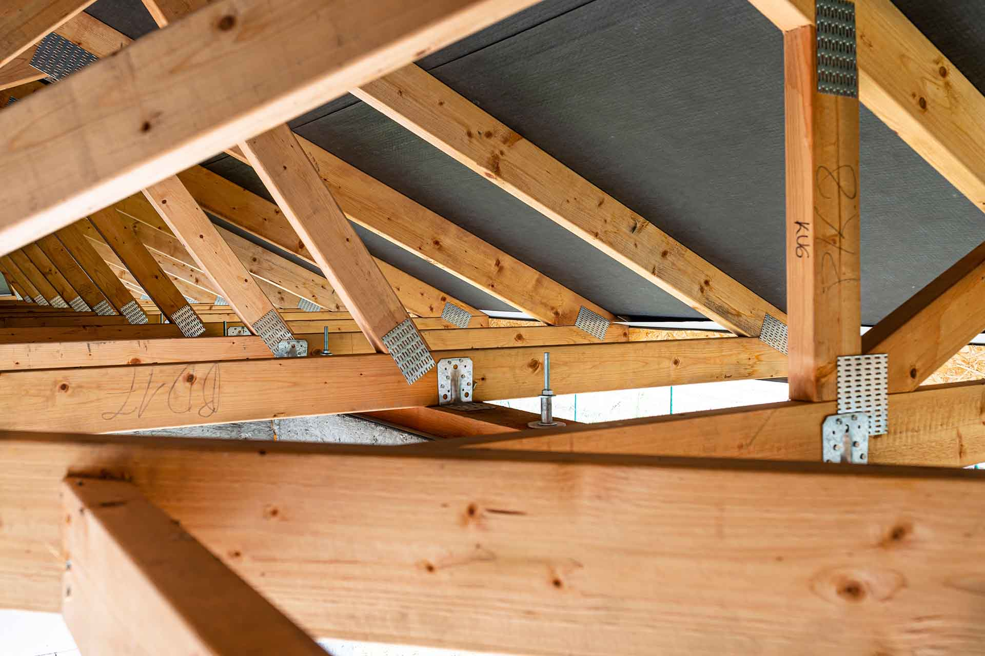 How do you know when roof needs replacing?